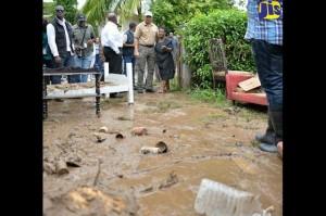 Holness tours flood areas